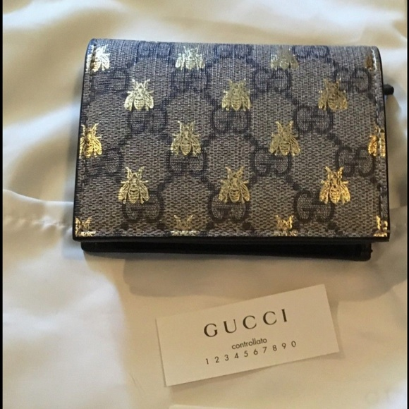 f2d682c0bae NWT Gucci GG Supreme Bee Bifold Wallet